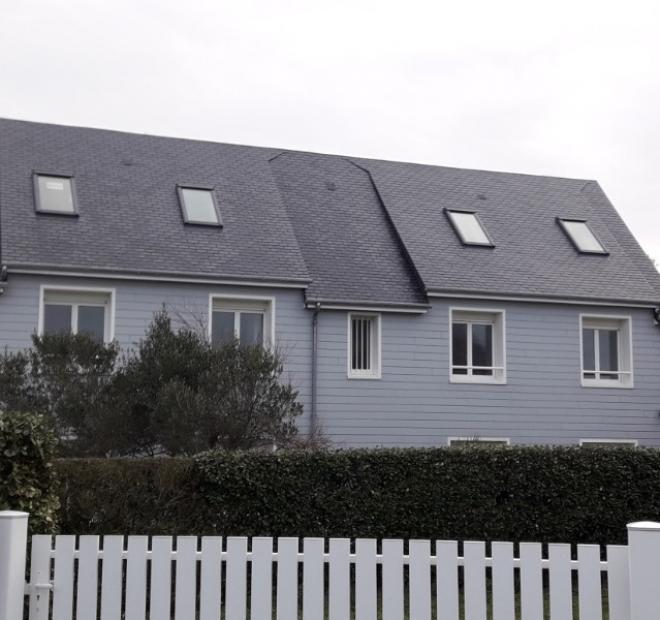 Réalisation d'une couverture en ardoises et pose de fenêtres de toit